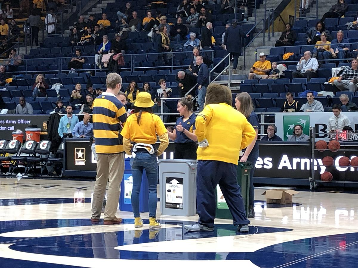 Cal fans participate in sorting game with Oski